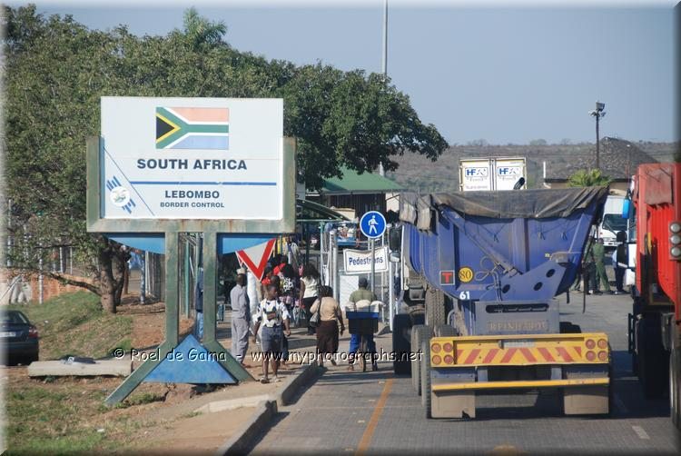 Crossing the border from Mozambique into South Africa - Photo Gambetta News