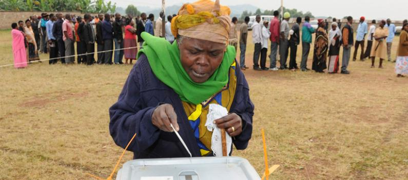Elderly women casts vote in Uganda - Photo The International Foundation for Electoral Systems
