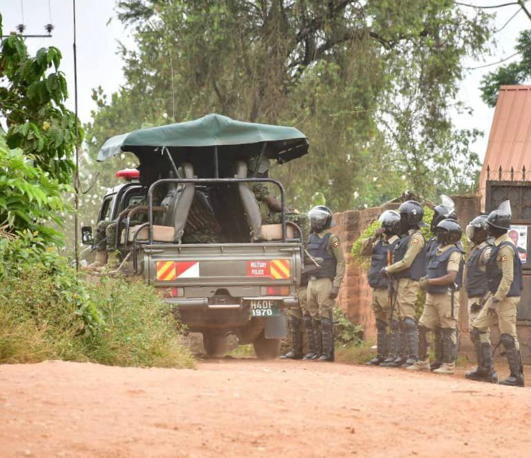Security forces outside Bobi Wine's home - Twitter