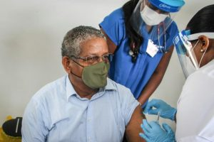 Seychellois PM Gets Vaccinated - Photo Metro Libre