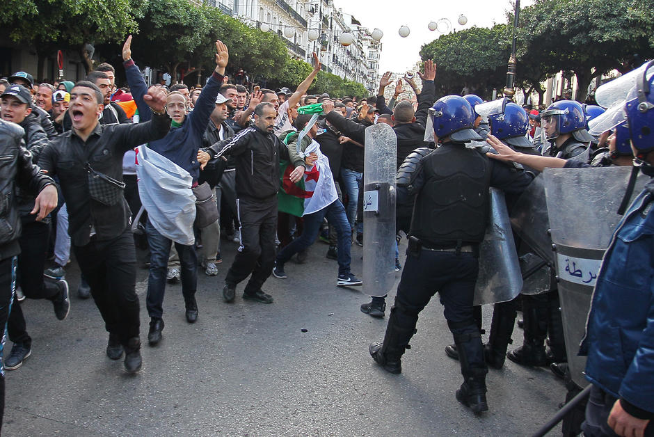 Hirak Protesters Clash with Police - Photo Archyde