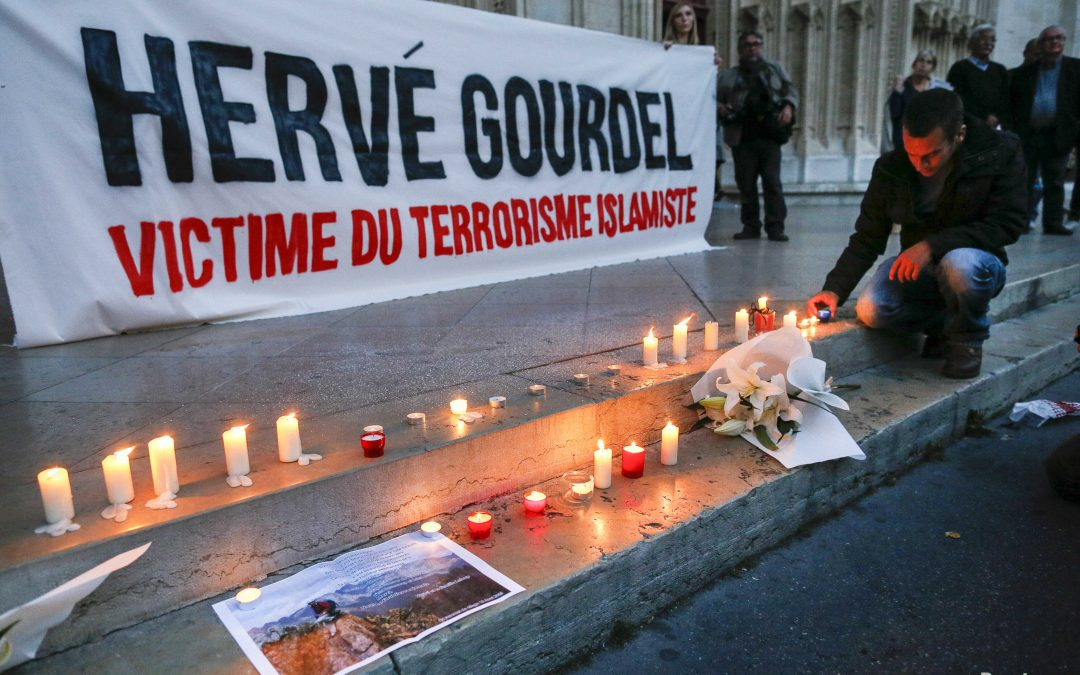 People Pay Tribute to Herve Gourdel - Photo Reuters/Robert Pratta