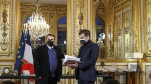 Macron Receives Report from Sarko - Photo Archyde