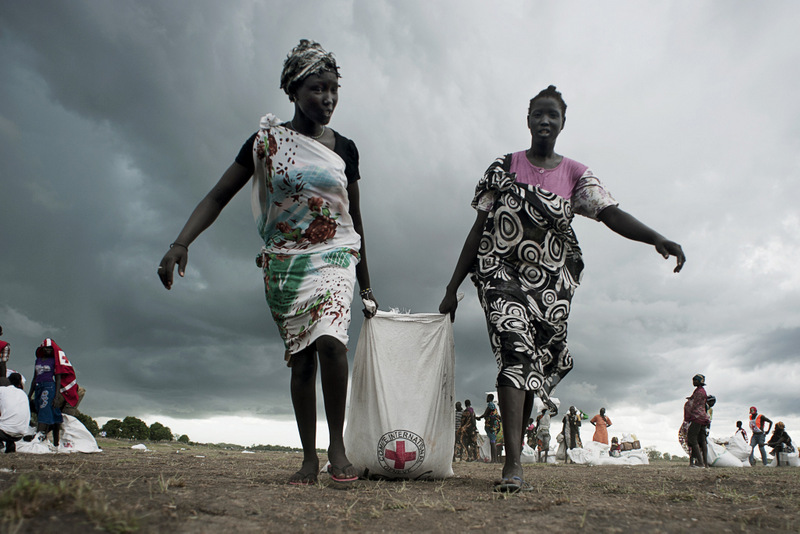 Women Haul Away Supplies from Red Cross - Photo International Committee of the Red Cross