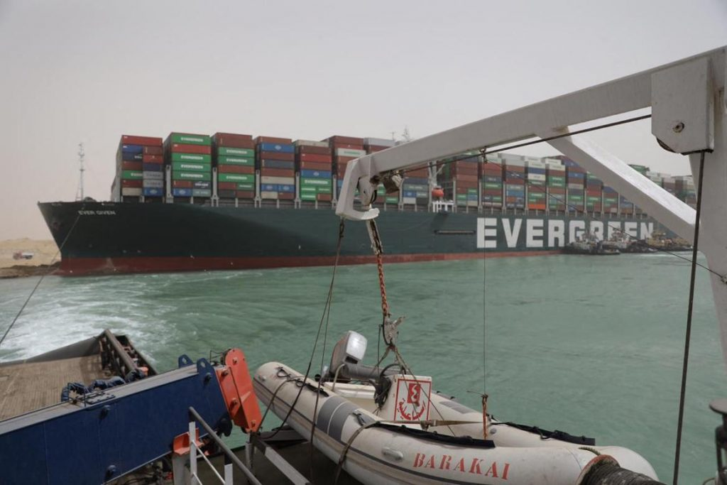 Egyptian Tug Boats Trying to Free Ever Given (EverGreen) - Photo Suez Canal Authority