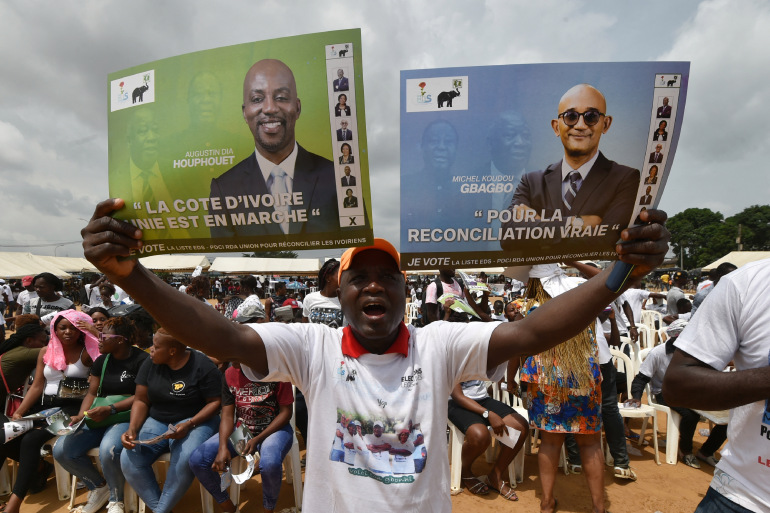 Banners of Michel Gbagbo and Augustin Dia Houphouet - Photo Sia Kambou, AFP