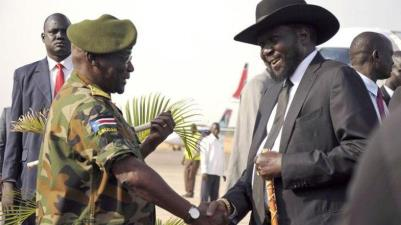 South Sudanse President Kiir Shakes Hnads with Manyang - Photo SCBC News
