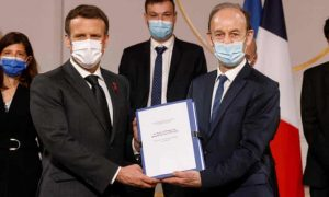 Vincent Duclert Hands Over Report to France's Emmanuel Macron - Photo The Guardian
