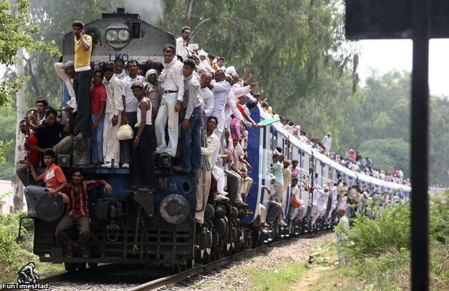 Who Thinks the Train is Full? - Photo Pinterest