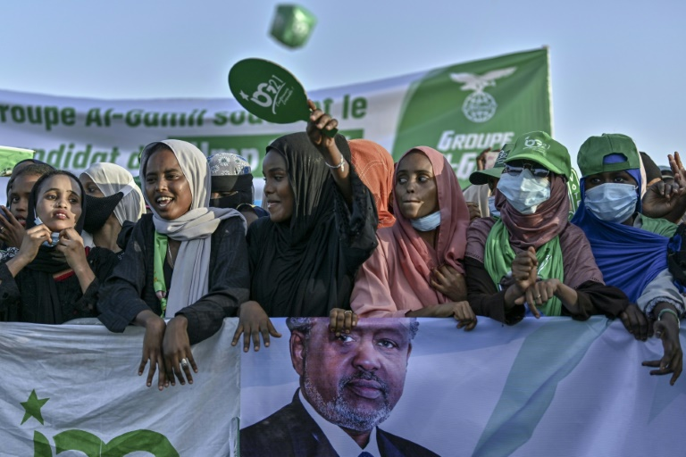 Guelleh's Supporters Line a Street to Catch a Glimpse of His Convoy - Photo Barron's