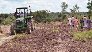 John Deere Tractors to Accelerate the Mechanization of African Agriculture - Photo fast Company