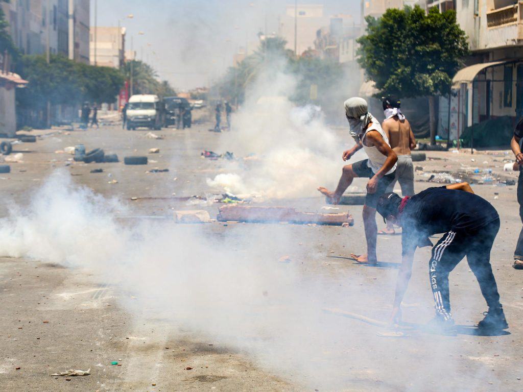 Police Fire Tear Gas to Disperse Protests in Southern Tunisia - Photo France24