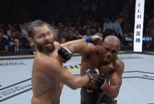 The Deadly Right Hand Blow That Knocked Masvidal Out - Photo Complete Sports