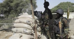 Cameroun Occupation Soldiers Take Cover Behind Sand Bags - Photo Africa News