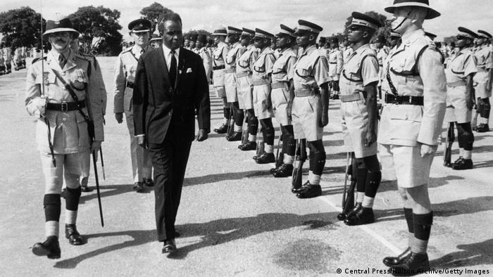 Kaunda Reviews Guard of Honor on Independence Day 24 Oct. 1964 - Photo Deutsche Welle