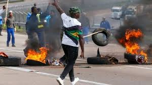 Young People Raising Barricades of Flaming Tires - TMZ Nigeria